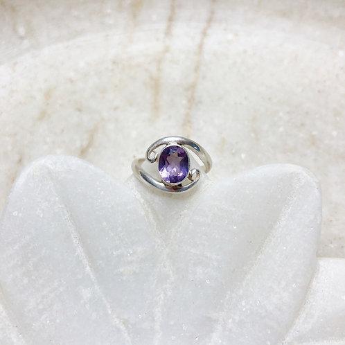 Round amethyst silver ring