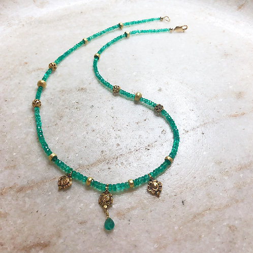 Emerald with antique gold pendants necklace