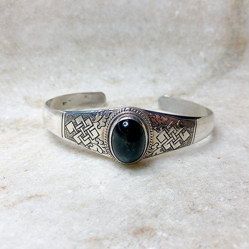 Black star sapphire endless knot silver bracelet