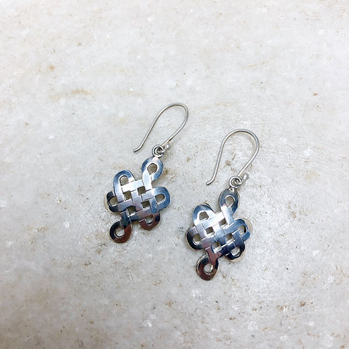 Boxy endless knot silver earrings