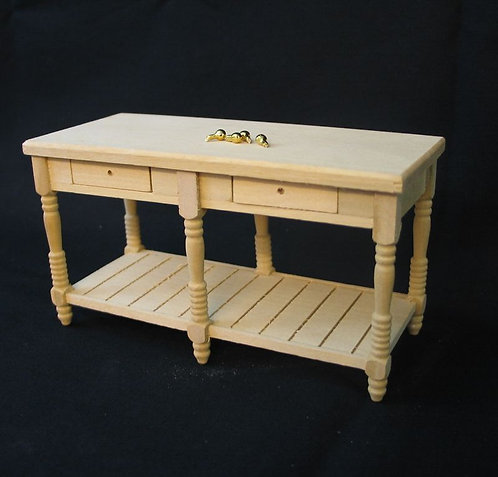 Mesa com quatro gavetas