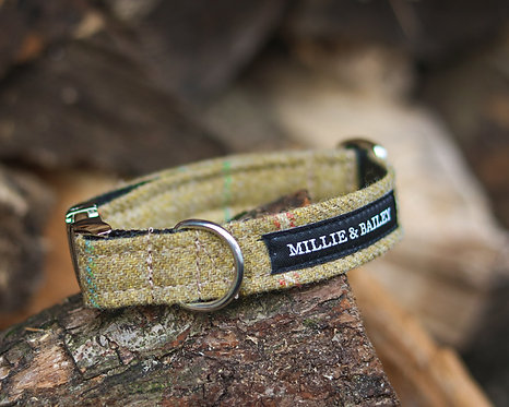 Moss Tweed Clip Collar