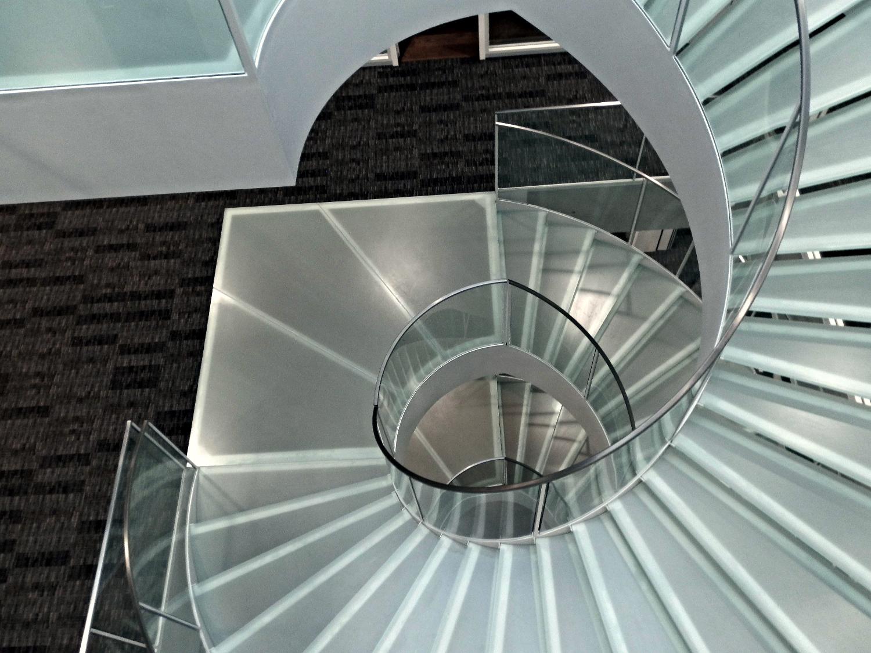 Wendeltreppe mit Glasgeländer