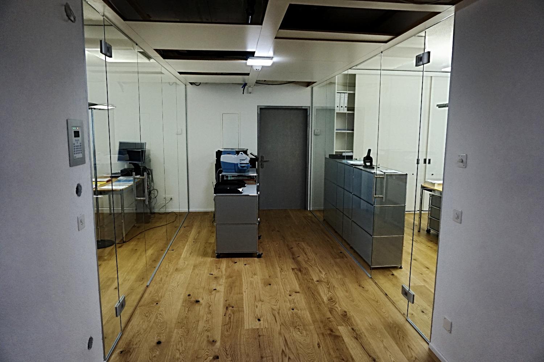 Bürotrennwände mit Pendeltüren
