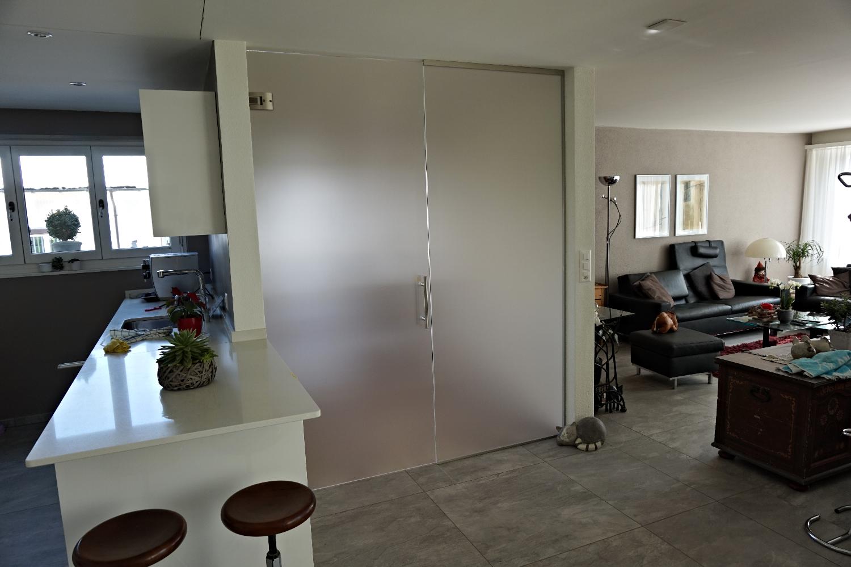 Ganzglasanlage beim Eingangsbereich