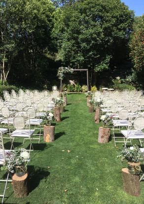 Cerimònia rústica al jardí