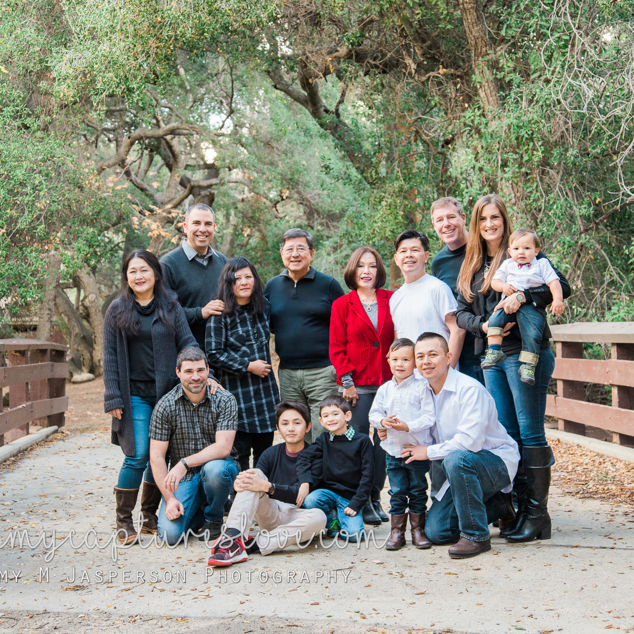 Large family group portraits taken at Oak Canyon Nature Center, Anaheim California. Trees, park, outdoor, large family, group, photography, Orange County Family Photographer.