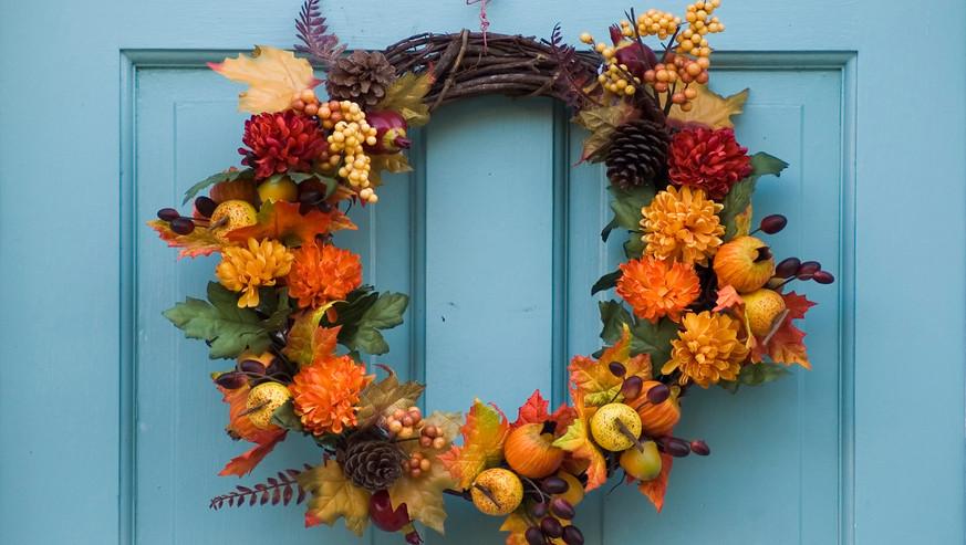 Thanksgiving-wreath-on-a-blue-door-92358