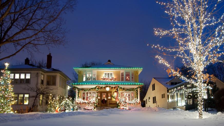 Holiday-Christmas-lights-185060806_1219x