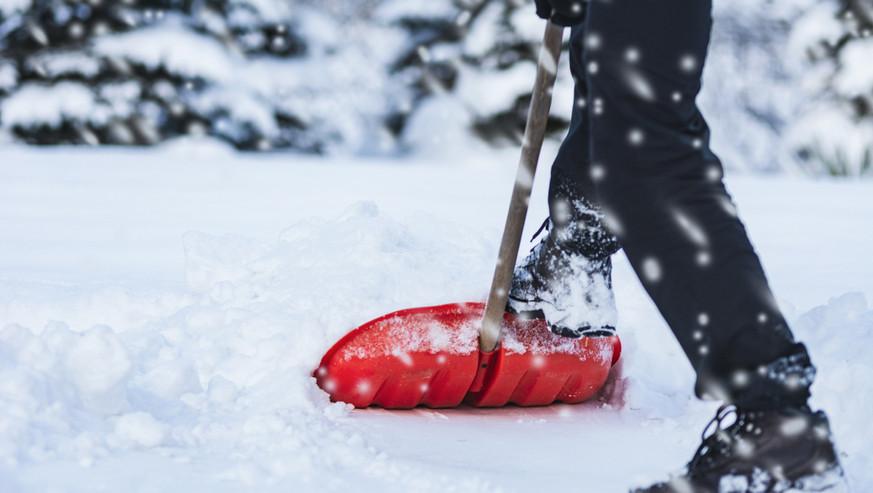 Man-shoveling-snow-1082531186_1258x838.j