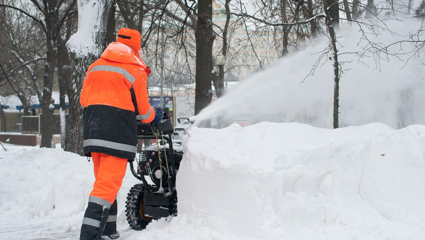 Snow-removal-153691376_1255x837.jpeg