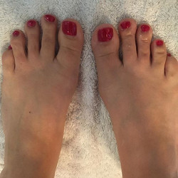 Shellac pedicure! Beautiful red for Christmas 🎄Great for winter pedicures there's no dry time and l