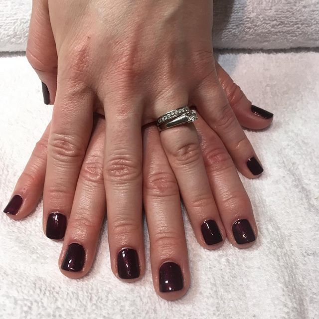 These nails are Christmas ready 🎄 shellac manicure in Dark Lava