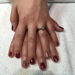 Beautiful Christmas shellac manicure in Garnet Glamour with a feature nail in Hypnotic Dreams #nvest