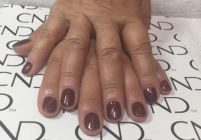 Beautiful sparkly fall shellac manicure.