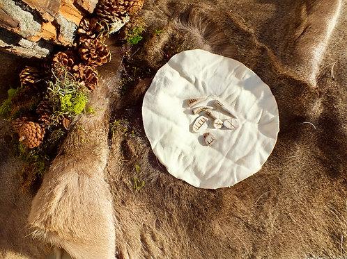 hart oracul oracle divination set five made with deer antler + held in deer hide