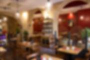 Salle de restaurant de la creperie nom d'une crepe à Bordeaux. Venez y déguster les meilleures crepes et galettes sucrées et salées. Seul ou accompagné, vous pouvez aussi venir en groupe. Nous vous proposons aussi les meilleurs cidres de Bretagne ainsi que des vins choisis méticuleusement.