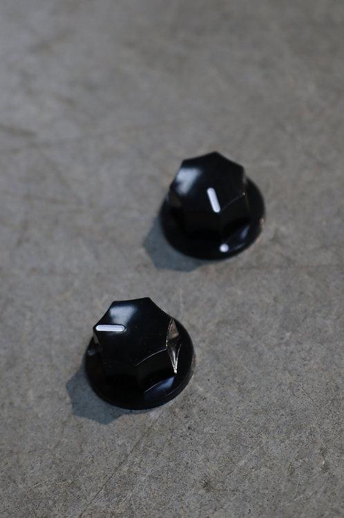 Petit bouton noir simple