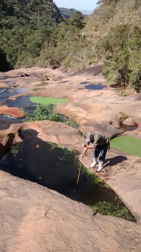 Poços interligados do Rio Timbuí, à mostra no período da seca (julho de 2016)