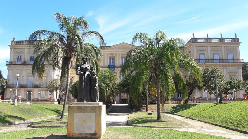 Fachada frontal do Museu Nacional