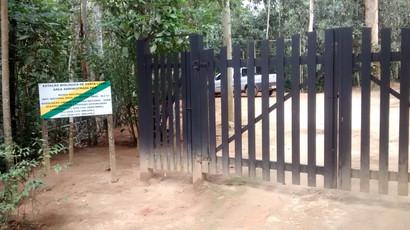 Placa de sinalização de propriedade na entrada