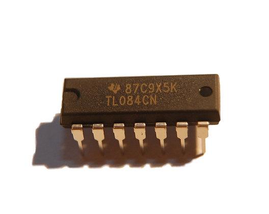TL084 (OPAM)