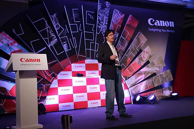 Alex F Buchholz presenting Canon EOS 5D Mark IV