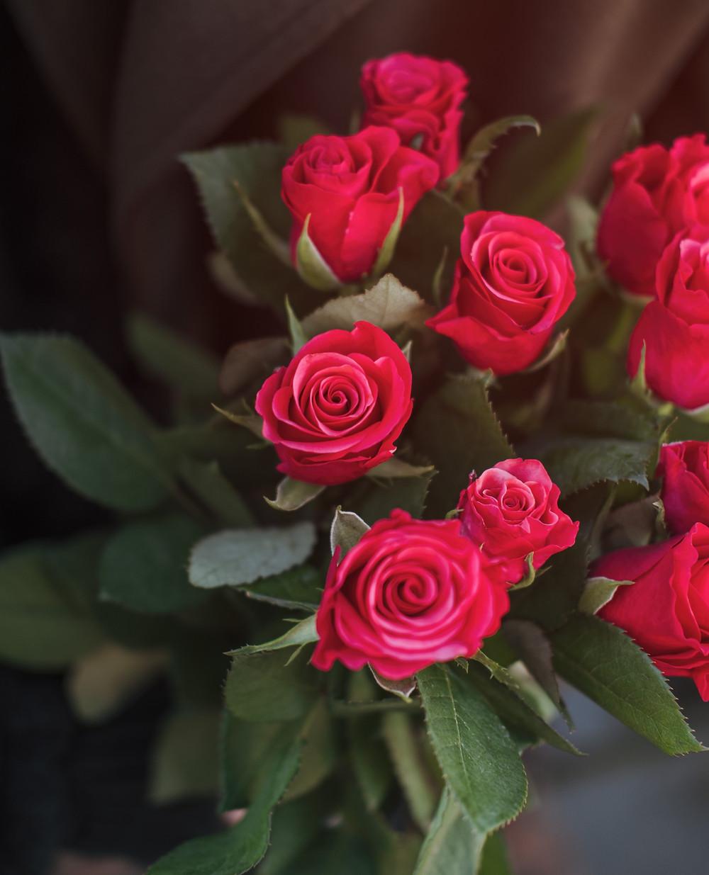 Un bouquet de roses rouges, vous dites « Je t'aime »