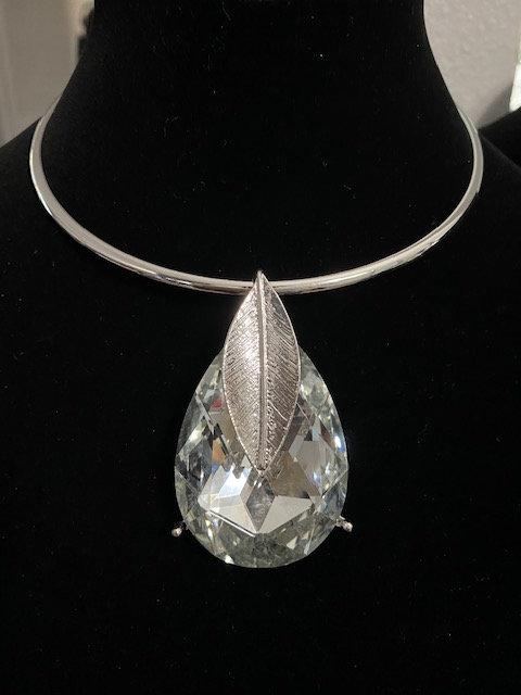 Ree's Silver Leaf Necklace w/Earrings