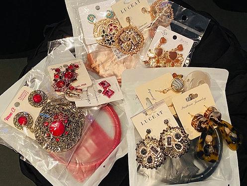 Wristlet Purse w/Earrings (3 Pairs)