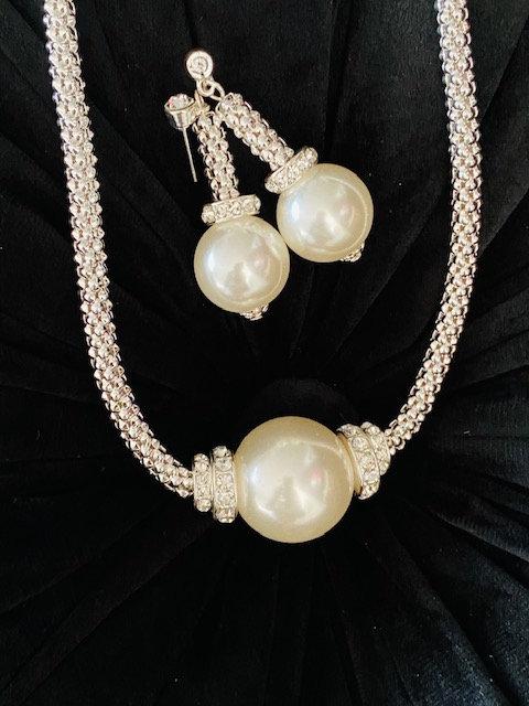 Pearl Glow Necklace w/Earrngs
