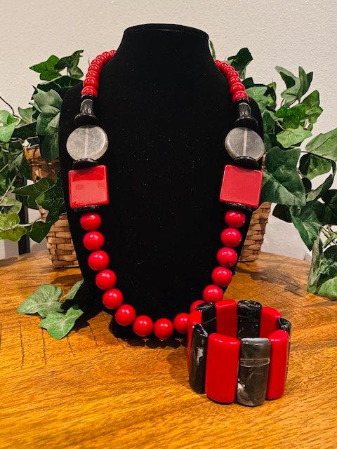 Red Beaded Necklace w/Bracelet
