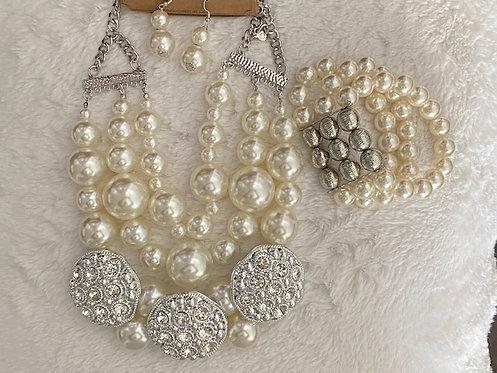 Medallion Pearl Necklace w/Earrings & Bracelet