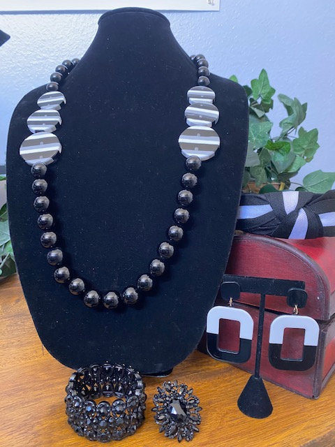 Trista's Black & Grey Beaded Necklace, Bracelet, Earring & Ring