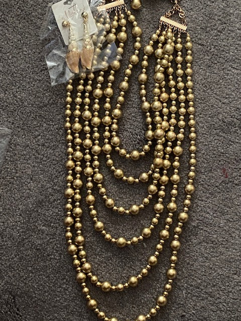 Golden Necklace with Seashell Earrings