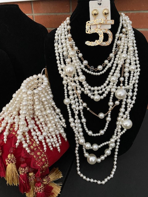 DIVA Bracelet, Close-up Pearls & NUMBA 5 Earrings