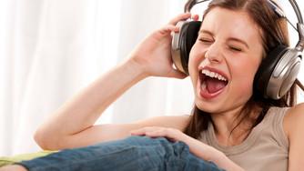 80% dos jovens abusam dos fones de ouvido, aponta estudo