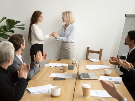 Reconhecimento de Funcionários: Financeiro e Não-Financeiro