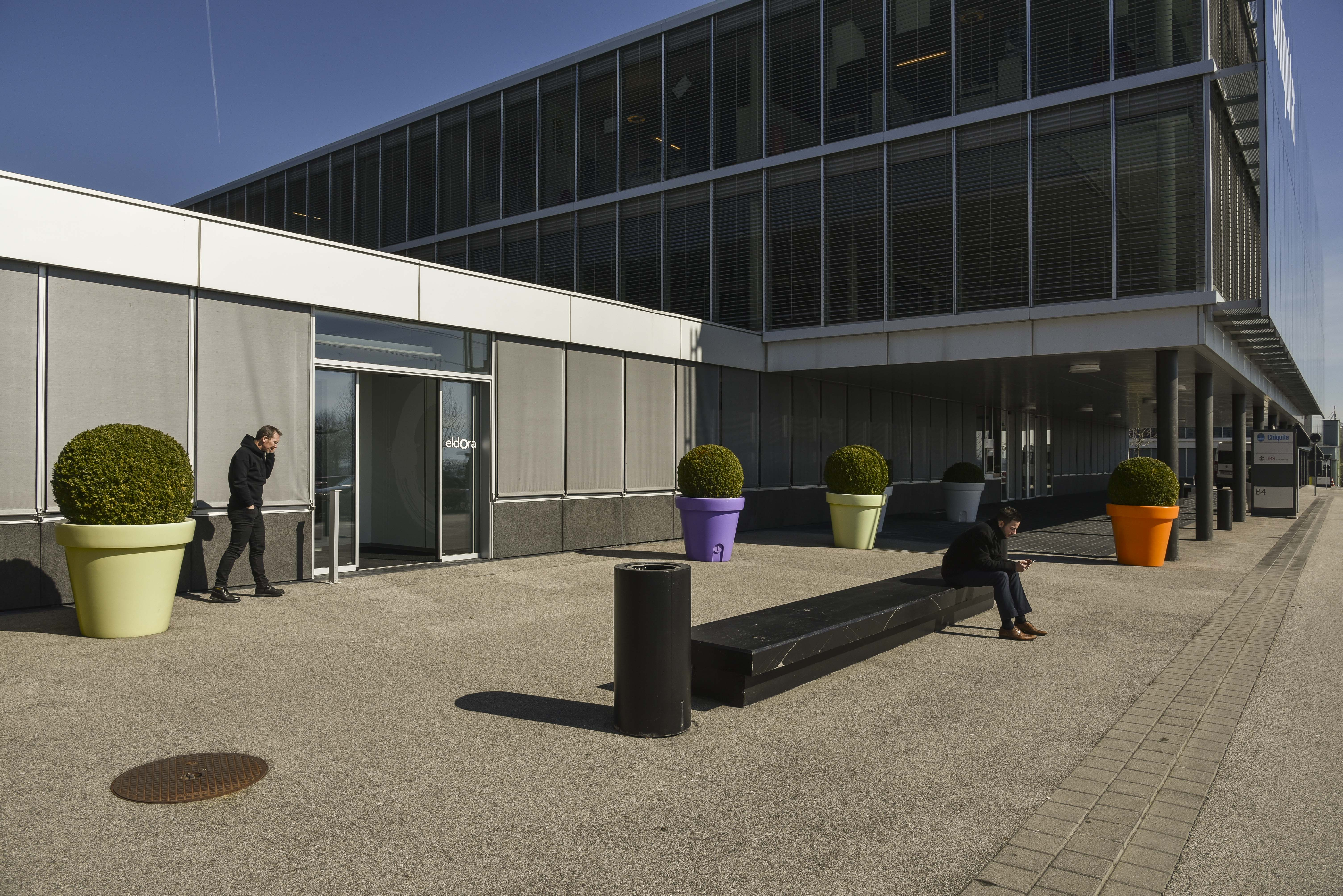 A-One Business Center, Rolle