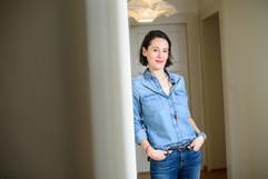 Mélanie Blanc dans son corridor.