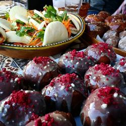 Goldrush Rally Street Fest is on!_#afghanallsortscars #doughnuts #porkbao #juliansfudge #tarts