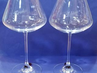 記念日のプレゼントに。シャトーバカラXL ワイングラス レッドスタンプ ペアに名入れ彫刻しました