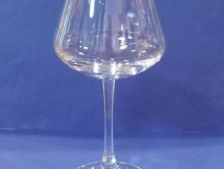 シャトーバカラ ワイングラスに名入れ彫刻いたしました