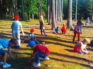 Děti z MŠ Borek na procházce v přírodě