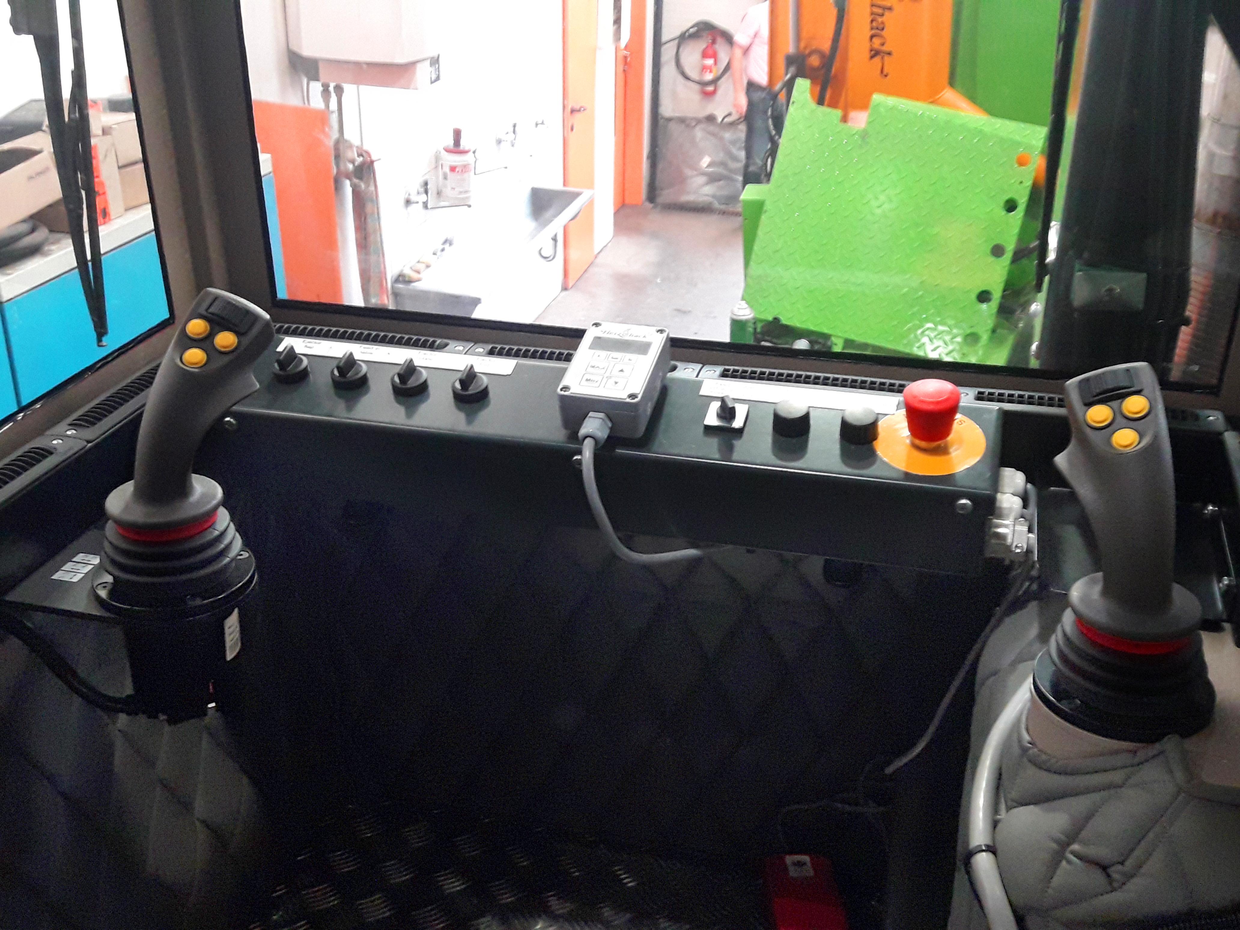 ŠTĚPKOVAČ Heizohack HM 14-800 na podvozku Tatra Phoenix