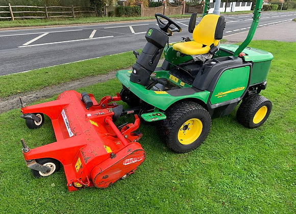 John Deere F1545 Out Front Rotary with Trimax Flail
