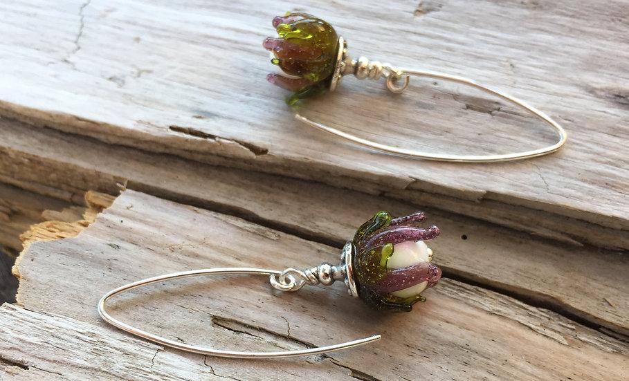 Ohrhänger mit Glasblume lila siliver