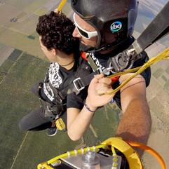 Salto en paracaidas 2.jpg