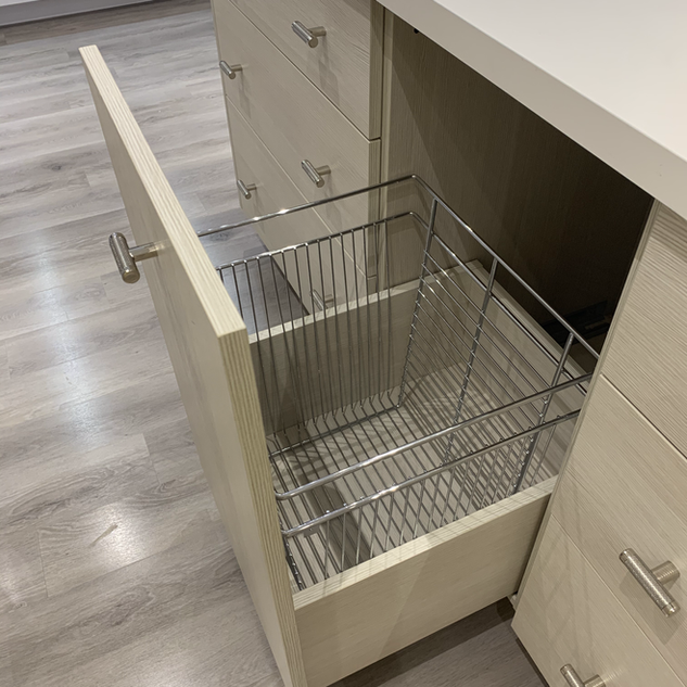 Closet Lifestyle Laundry Pull-Out