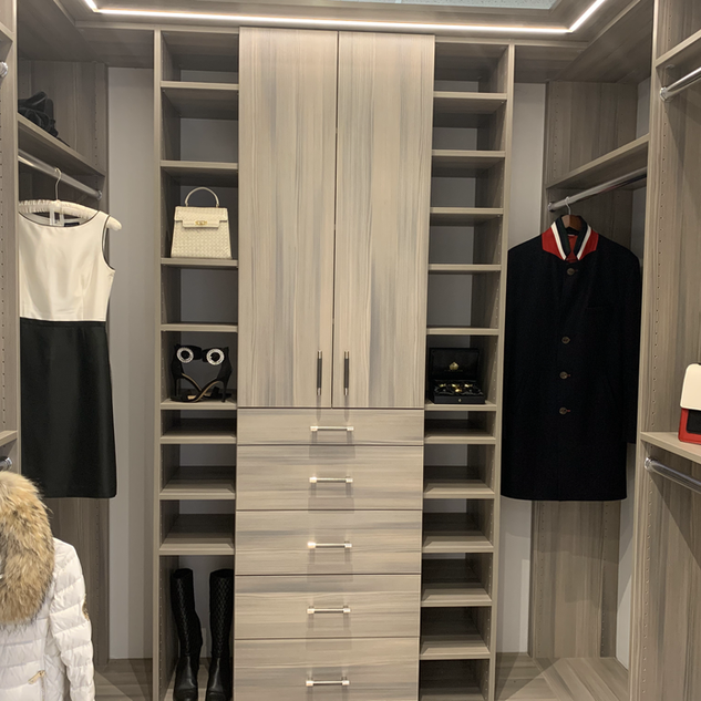 Closet Lifestyle Showroom His & Her Clos